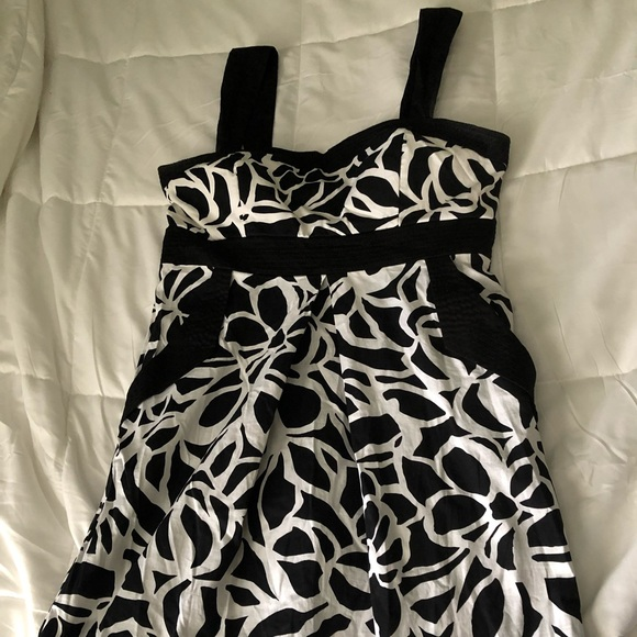 City Triangles Dresses & Skirts - Black and white summer dress